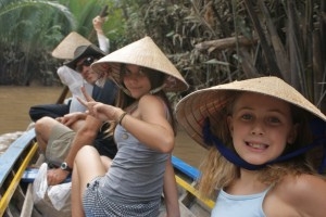 Mekong boat w fam