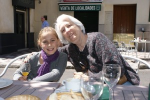 Phoebe and Greta at lunch in Sevilla