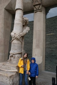 Tessa and Phoebel by Jesus statue outside Temple