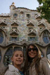 Phoebe and Tessa outside Casa Batllo