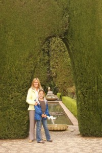 Endless hedges with secret entrances - oh this place would be a ROCKIN place to play Manhunt!