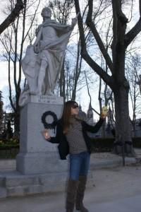 mad tess w statue